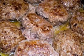 köstliches populäres fleischkotelett vom rindfleischfleisch mit den gewürzen gekocht auf rezept ukrainische küche gebraten im öl bis gekocht es ist