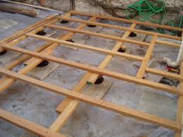 plot reglable pour terrasse bois construire une terrasse en bois exotique
