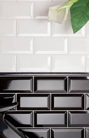house of ceramics hausrenovierung schwarze fliesen weiße