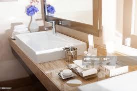innenansicht einem modernen hotel badezimmer stock foto