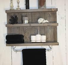 badregal aus holz farbe braun maße hxbxt 55 cm x 79 cm x 12 cm vintage badezimmer regal für die wand inklusive aufhängung für handtücher