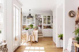 helle offene küche im landhausstil mit bild kaufen