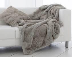 plaid et jetés en fausse fourrure crea téxtiles