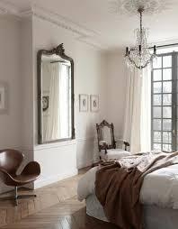 miroir pour chambre adulte comment décorer avec le grand miroir ancien idées en photos