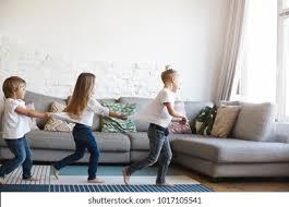 drei frauen wohnzimmer hd stock images