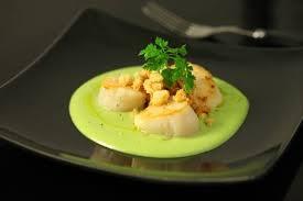 cuisiner les coquilles st jacques surgel馥s recette de noix de jacques et crème de fèves crumble