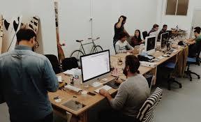 bureau de travail bureau à partager la nouvelle tendance collaborative
