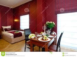 chambre hotel romantique chambre d hôtel romantique photo stock image du brun 3535096
