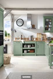 schicke landhausküche in salbeigrün haus küchen