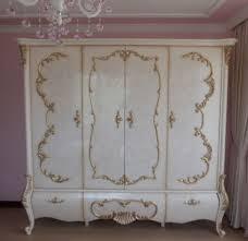 casa padrino luxus barock schlafzimmerschrank weiß creme gold 320 x 70 x h 250 cm edler massivholz kleiderschrank schlafzimmer möbel im
