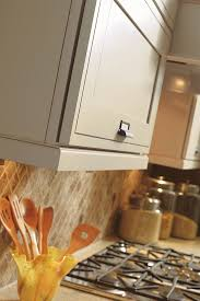 traditional light rail moulding decora cabinetry