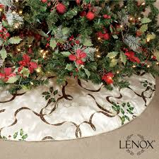 Touch To Zoom Holiday Nouveau II Tree Skirt Ivory