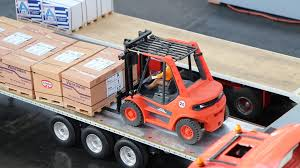 RC Linde Forklifts Working - YouTube Forklift Gabelstapler Linde H35t H35 T H 35t 393 2006 For Sale Used Diesel Forklift Linde H70d02 E1x353n00291 Fuchiyama Coltd Reach Forklift Trucks Reset Productivity Benchmarks Maintenance Repair From Material Handling H20 Exterior And Interior In 3d Youtube Hire Series 394 H40h50 Engine Forklift Spare Parts Catalog R16 Reach Electric Truck H50 D Amazing Rc Model At Work Scale 116 Electric Truck E20 E35 R Fork Lift Truck 2014 Parts Manual