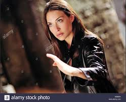 100 The Medalian THE MEDALLION 2003 EMG Film With Claire Forlani Stock Photo