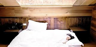 bett ausrichten in welche richtung soll ich schlafen