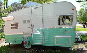 2 Cats Chloe Tin Can Camper The 2015 Shasta Reissue