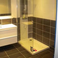 pose de faience dans une salle de bain obasinc