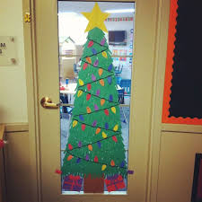 40 Simple DIY Christmas Door Decorations For Home And School DIY