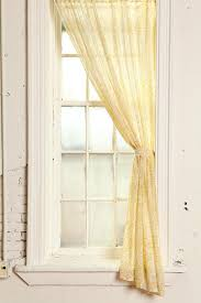 Best 25+ Damask Curtains Ideas On Pinterest | Damask Living Rooms ... Best 25 Roman Shades Ideas On Pinterest Diy Roman Bring A Romantic Aesthetic To Your Living Room With This Tulle Diy No Sew Tie Up Curtains Bay Window Curtains Nursery Blackout How We Choose Shades Room For Tuesday Blog Living Attached Valance Valances Damask Rooms Swoon Style And Home Tutorial Make Your Own Nosew Drape Budget Friendly Reymade Curtain Roundup Emily Henderson Bathroom 8 Styles Of Custom Window Treatments Hgtv