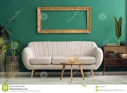 modell im grünen wohnzimmer stockbild bild smaragd