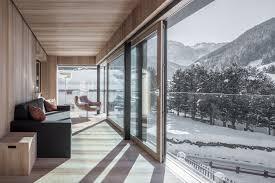 100 Gw Loft Apartments Panoramico Apartment Artefugium Atelier S By Aron Demetz