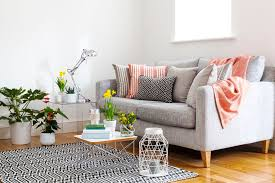 Colors For A Small Living Room by How To Decorate A Small Living Room