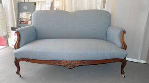 tapisser un canapé réfection fauteuil canapé c chantreuil tapissier rennes