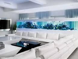 aquarium design ideen weißes ecksofa blaue beleuchtung