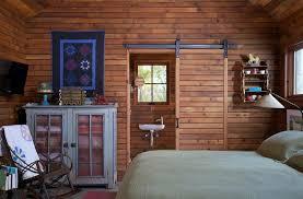 chambre en lambris bois design interieur lambris bois porte coulissante grange assortie