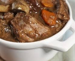 cuisiner du boeuf boeuf bourguignon très moelleux recette de boeuf bourguignon