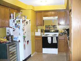 White Kitchen Cabinets Yellow Walls In