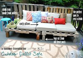 A Summer Essential For The Patio Or Deck An Outdoor Pallet Sofa