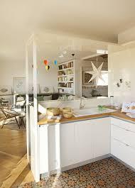 offene küche mit gemustertem boden zum bilder kaufen
