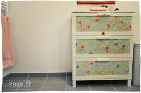 customiser le papier ikea diy customiser une commode avec du papier peint zess fr
