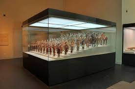 Discover All The Information About Product Contemporary Display Case Aluminum Museum
