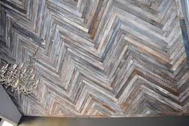 Reclaimed Wood Herringbone Pattern On The Ceiling Diy How To Woodworking Projects