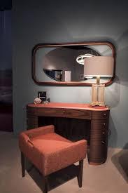 Broadway Lighted Vanity Makeup Desk Uk by Best 25 Makeup Vanity Set Ideas On Pinterest Makeup Vanity