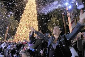 Guests Enjoy The Snowfall During Annual Fashion Island Christmas Tree Lighting Ceremony In Newport Beach