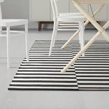 stockholm teppich flach gewebt handarbeit gestreift schwarz