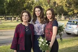 The New Gilmore Girls Is Weirdly Hostile Toward Fans Women And