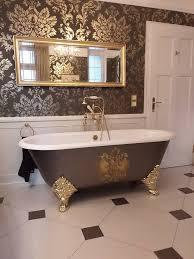 luxuriös gestaltetes klassisches badezimmer im englischen
