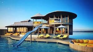 chambre sur pilotis maldives dans cet hôtel des maldives les chambres sont reliées à l océan par