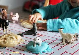 pâte à modeler maison maïzena gel et empreintes d animaux