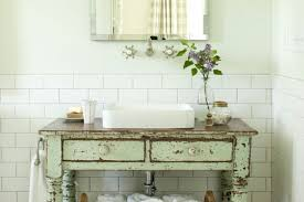ideas for a vintage bathroom with subway tile