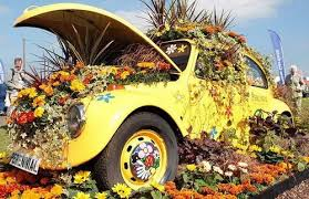 Full Of Flowers Strangely Painted Wired Pure Gold Its Still The Old