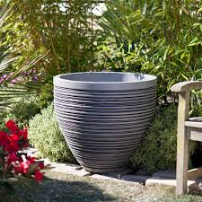 Fascinating Garden Decoration With Various Big Plant Pots Gorgeous Accessories For Using Round