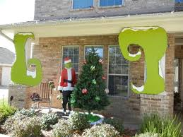 Grinch Outdoor Christmas Decorations by 365 Best Christmas Outdoor Decorations Images On Pinterest