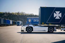 100 Volvo Truck Center S Cabinless Selfdriving Hauler Takes On Its