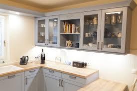 landhaus küche blau mit spezieller holzmaserung