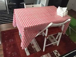 tisch stuhl und teppich